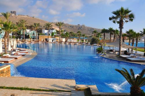 Pangea beach resort spa lebanon for Hotels near warwick castle with swimming pool