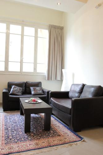 black sectional leather sofas
