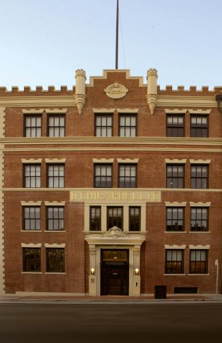 the fairmont heritage place ghirardelli square usa. Black Bedroom Furniture Sets. Home Design Ideas