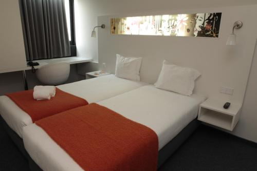 Star inn porto oporto for Business hotel design